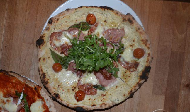 Prosciutto pizza w/ a ricotta sauce